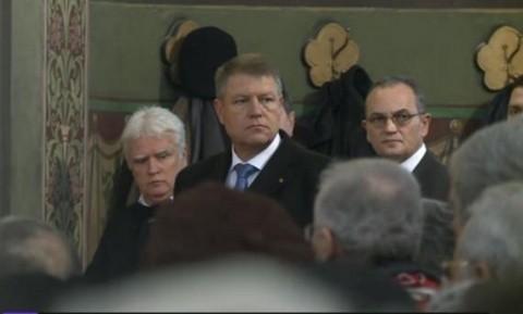 """Klaus Iohannis, la liturghia de la Catedrala Ortodoxă din Sibiu, fără soţia catolică: """"În mandatul meu voi fi prezent periodic la ceremoniile religioase ale cultelor legal recunoscute"""""""