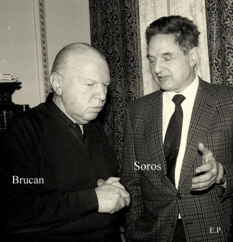 Silviu-Brucan-si-George-Soros-la-sediul-GDS-ian-1990-Foto-Emanuel-Parvu-1