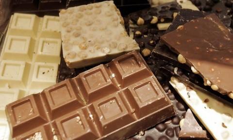 Atenţie la pofta de dulce! Doi români au furat 25 batoane de ciocolată la Weiz (Austria)