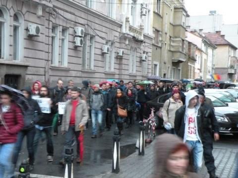 300 de clujeni au cerut în stradă eliminarea imunității parlamentarilor români