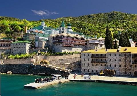 Război inter-ortodox la Muntele Athos! Călugării ucraineni vor preluarea mănăstirii ruse Sf. Pantelimon protejată de Putin
