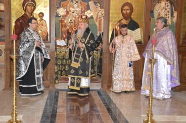 ÎPS Andrei, în mijlocul studenților Facultății de Teologie Ortodoxă din Cluj