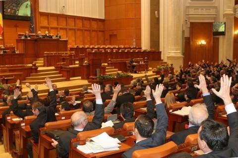 În timp ce Kovesi arestează afaceriștii români, companiile austriece fac trafic în Parlamentul României pentru legi în interesul lor