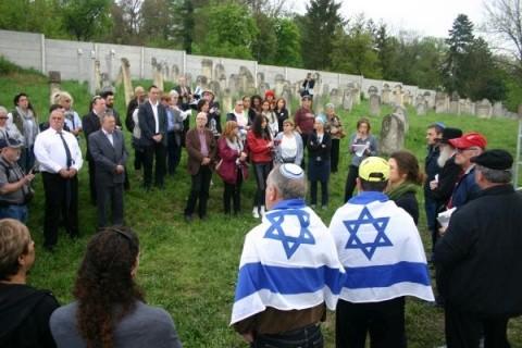 Supravieţuitori şi urmaşii lor au comemorat Holocaustul evreilor din Huedin, comis de trupele horthyste maghiare