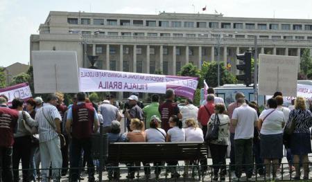 Sătui de salarii ca-n Congo! Sindicaliștii din administrația locală, protest, în Piața Victoriei