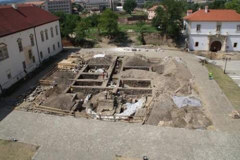 Cine NU vrea ca noi să ne cunoaștem istoria? Biserică ortodoxă bizantină de secolul X descoperită la Alba-Iulia ignorată de istoricii clujeni