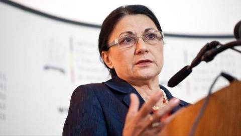 Ecaterina Andronescu are salariu de nabab