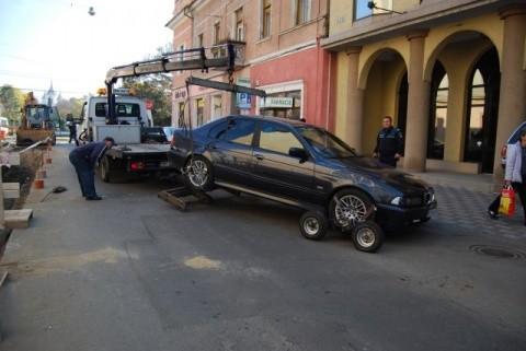 Boc nu mai vrea maşini pe trotuare