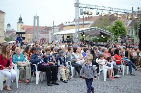 Opera Română a ieşit în stradă. Carmen a atras peste 6.000 de clujeni
