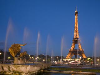 Turnul Eiffel va fi apărat de sticlă antiglonţ
