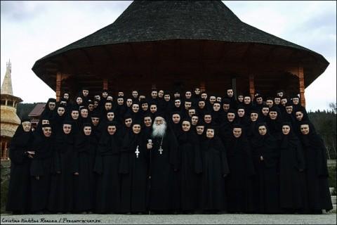 Parintele-Iustin-Parvu-si-maicile-de-la-Manastirea-Petru-Voda-foto-Cristina-Nichitus-Roncea