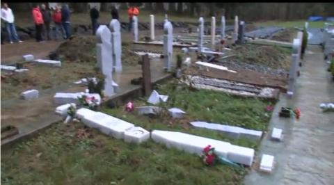Refugiații musulmani profanează cimitirele creștine de la granița sârbo-croată (Video)