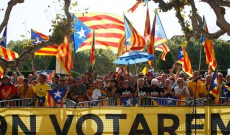 Procurorii anchetează primari din Catalonia pentru implicarea în organizarea referendumului