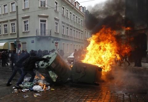 image-2010-02-13-6908896-70-proteste-violente-dresda