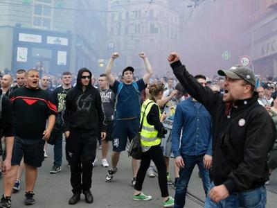 """""""Merkel, groparul Europei""""! Proteste violente în oraşe din Cehia faţă de primirea imigranţilor musulmani"""