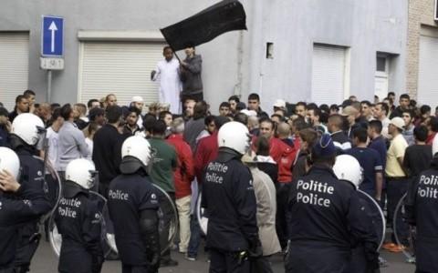 Vezi imagini din cartierul Molenbeek, fieful Islamiştilor din Bruxelles, capitala musulmană a Uniunii Europene (Foto)