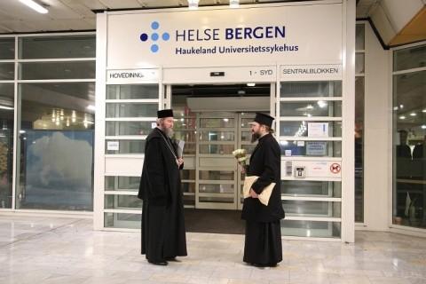 Vizită arhierească la un rănit din clubul Colectiv internat la spitalul din oraşul Bergen din Norvegia