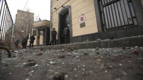 Ambasada Turciei la Moscova, atacată cu pietre de patrioţii ruşi