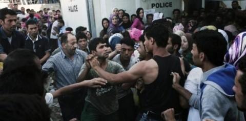 Ciocniri între poliție și imigranți în insula Lesbos