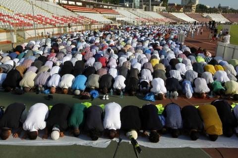 romanii-nu-stiu-nimic-despre-musulmanii-din-tara-lor-si-nici-despre-nevoia-lor-de-o-moschee-987-body-image-1437382272-size_1000