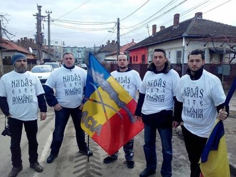 """Țăranii din Nadăș susținuți de """"Patrulele lui Vlad Țepeș"""" să-și """"ia satul înapoi"""""""