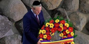 liviu-dragnea-a-depus-o-jerba-de-flori-la-muzeul-yad-vashem-din-ierusalim-un-edificiu-inchinat-victimelor-holocaustului-172984