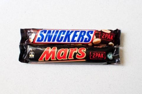 Ciocalatele Mars si Snickers au fost retrase din magazinele germane. Conțineau plastic
