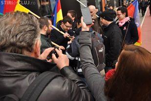 Felicitări polițiștilor clujeni. De 15 martie au confiscat steagul Transilvaniei autonomiștilor maghiari