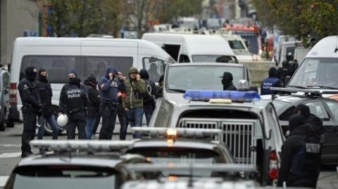 Împușcături între poliţie şi militanţi islamişti, în capitala islamismului european Bruxelles. Patru poliţişti au fost răniţi. Unul dintre atacatori a fost împuşcat mortal
