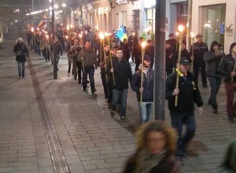 FOTO: Sute de torțe aprinse de Noua Dreaptă la Cluj-Napoca pentru duhul lui Avram Iancu