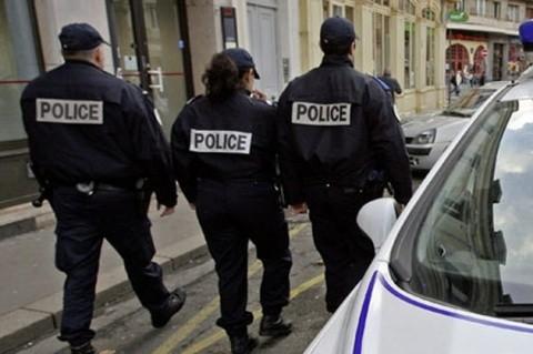 Culmea islamismului în Franța? Doi poliţişti francezi rasişti au incendiat magazinul unui…român
