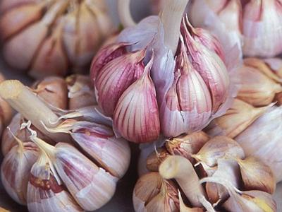 Usturoiul, berea și mărul te scapă de colesterol, după mesele îmbelşugate de Sărbători!