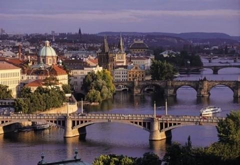 Republica Cehă își schimbă numele în Cehia