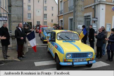 Șapte mașini de epocă au parcurs drumul de la Paris la Urca din jud. Cluj