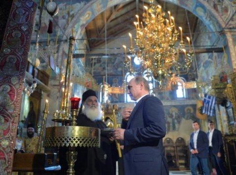 Vladimir Putin pe tronul împăraţilor bizantini la Muntele Athos a iscat controverse. Călugării greci îl iubesc