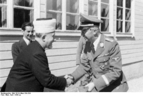 Bundesarchiv_Bild_101III-Alber-164-18A,_Großmufti_Amin_al_Husseini,_Heinrich_Himmler