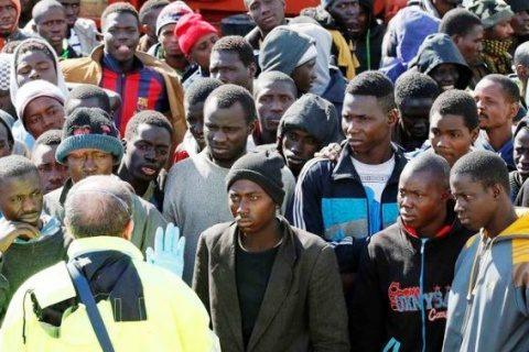4000 de imigranți musulmani din Grecia au fugit din tabăra de ajutor pe care au incendiat-o. Grecii s-au săturat