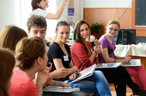 113 unități de învățământ din județ fac prin rotație cursuri la Cluj, 21 doar pe internet și 289 cu participare fizică zilnică