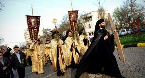 Patriarhia Română reacționează dur la decizia interzicerii pelerinajelor: Cere măsuri sanitare cu discernământ care să nu afecteze libertatea religioasă