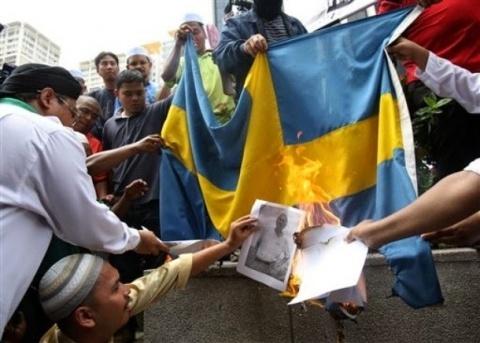burning-swedish-flag