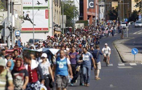 """Manifestații pro-imigranți în 30 de orașe din Spania, confiscate de """"anticapitaliști"""". Cei care se opun au fost catalogați drept """"fasciști"""""""