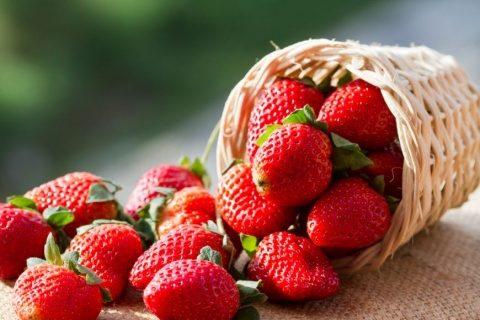 Dieta cu căpșuni. Te scapă rapid de grăsimi și riduri
