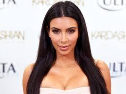 Kim Kardashian, amenințată cu arma de bărbați mascați, într-o cameră de hotel din Paris