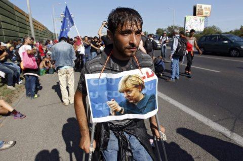 Ministrul turc de Interne anunță că Turcia ar putea trimite lunar 15.000 de refugiaţi în Europa