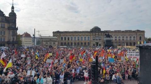 mii-de-sustinatori-ai-organizatiei-antimigranti-pegida-participa-la-un-mars-in-dresda-18553080