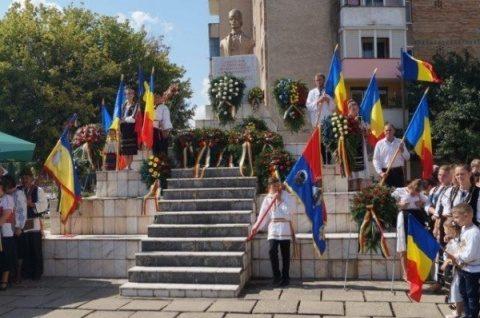 Alo, Iohannis! Bustul lui Avram Iancu, Erou Național, din Carei este propus spre demolare