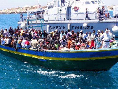 Austria: Italia să ţină imigranţii pe insule, pentru a evita presiunile asupra Europei Centrale