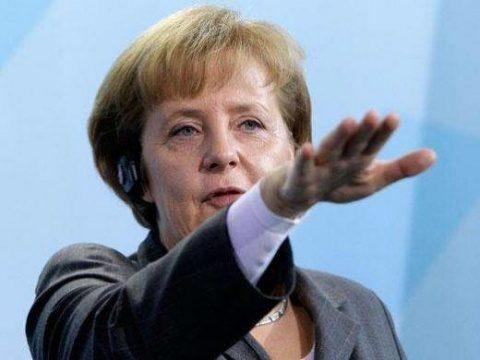 """Angela Merkel consideră """"problematică"""" închiderea de către mai multe reţele de socializare a conturilor preşedintelui SUA"""
