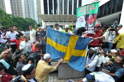 Suedia intenționează să construiască orașe noi pentru imigranți în nordul țării pe taxele suedezilor!
