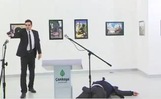 ambasadorul-rusiei-in-turcia-a-fost-impuscat-mortal-in-timp-ce-sustinea-un-discurs-video